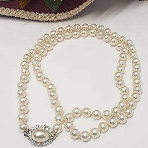 Elegant Faux Pearl Necklace with Crystal Clasp